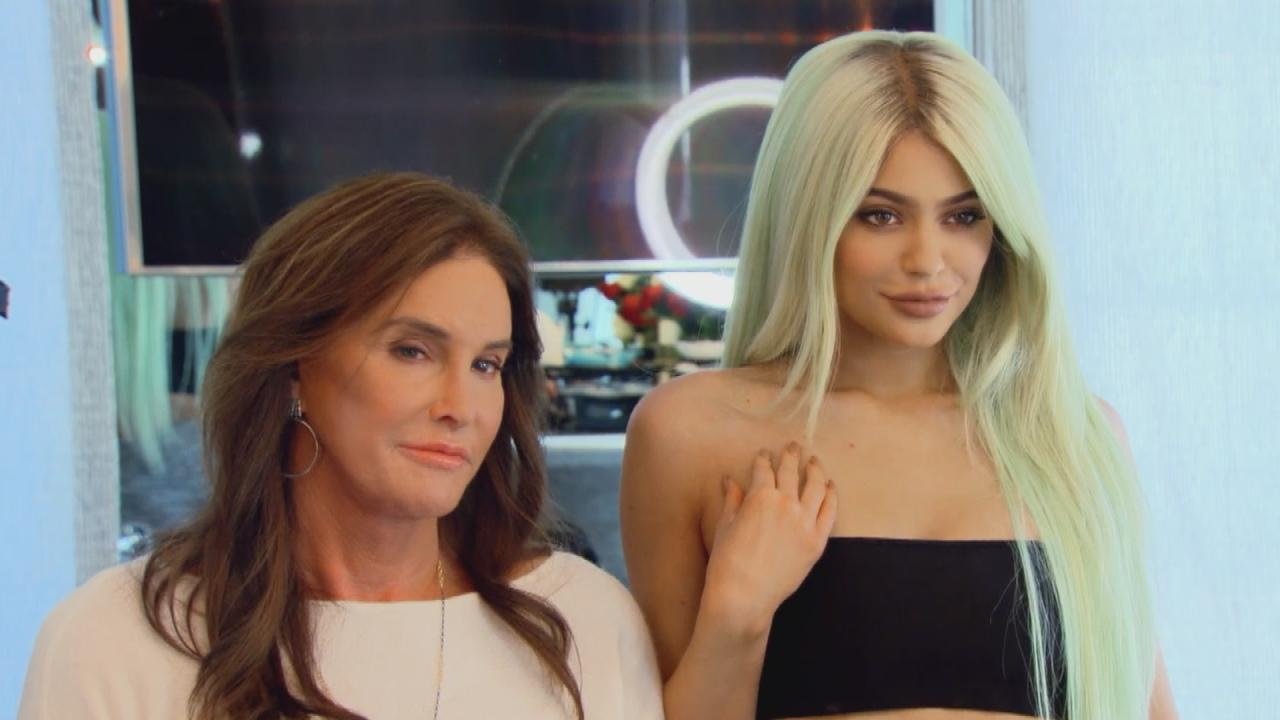 kylie jenner and caitlyn bond over makeup and tanning while kendall gets jealous on 39 kuwtk. Black Bedroom Furniture Sets. Home Design Ideas