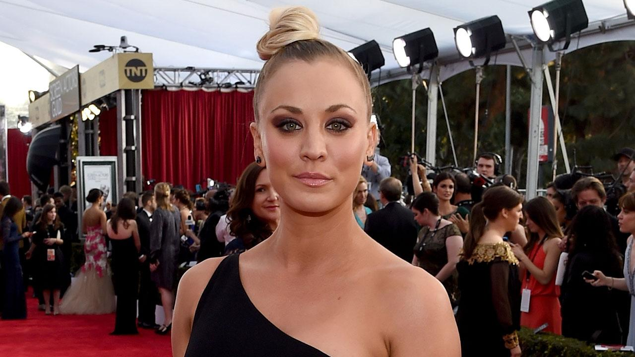 Kaley Cuoco Shows Off Her Insane Abs In Daring Dress At