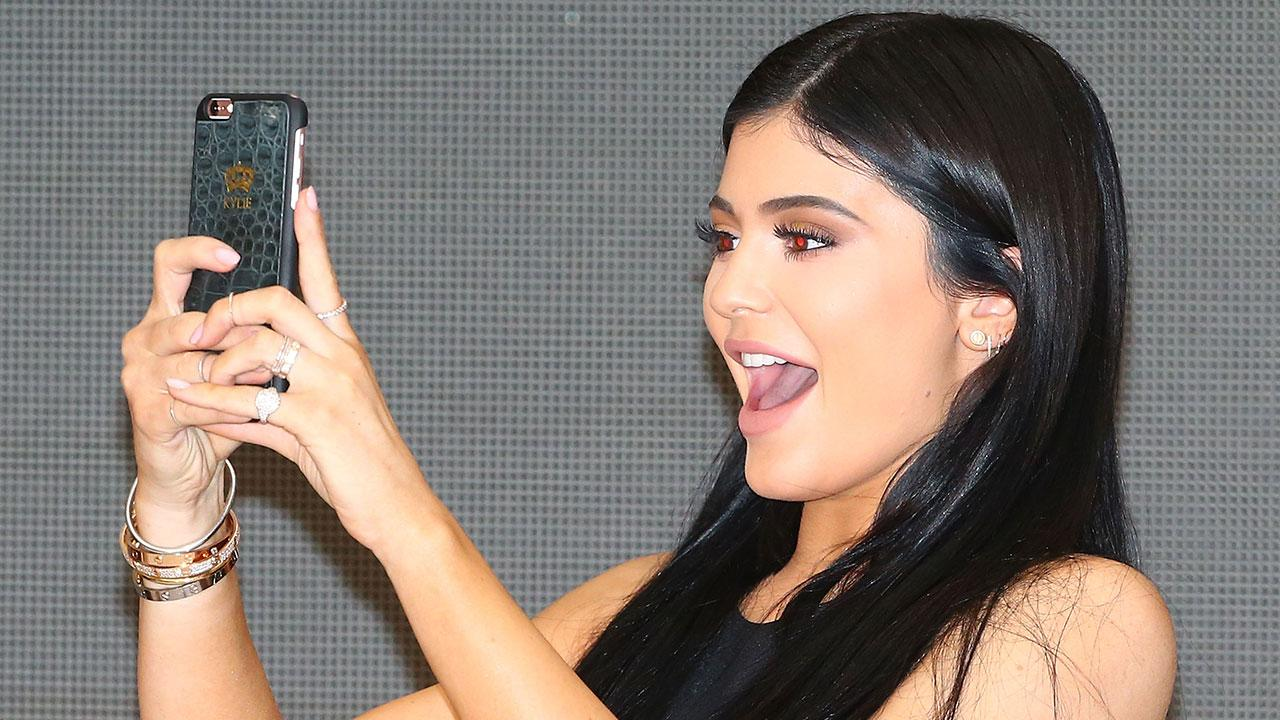 Kylie Jenner S Cartier Bracelet Has Been Stuck On Her Wrist For 4 Years Entertainment Tonight