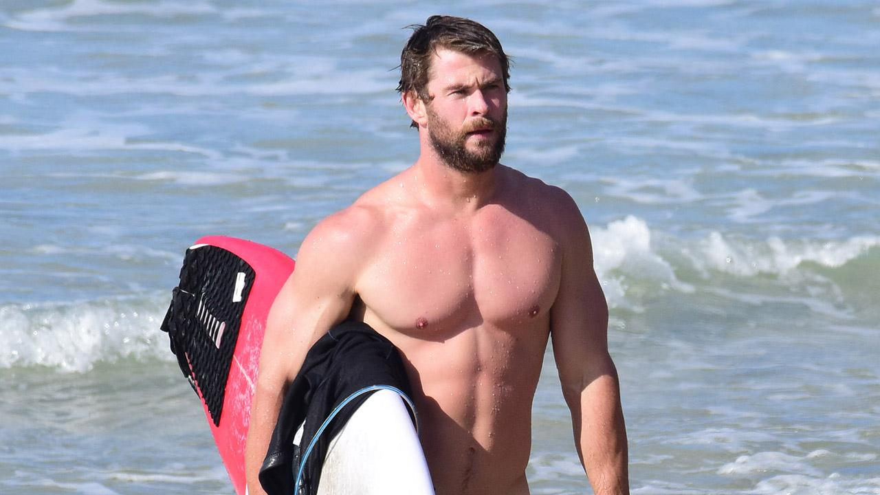 Chris Hemsworth Shows Off His Insanely Ripped Physique ...