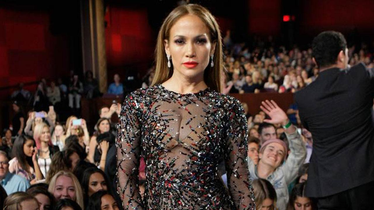 J Lo Hair Styles: Jennifer Lopez Stuns In Sheer Gown At 'American Idol