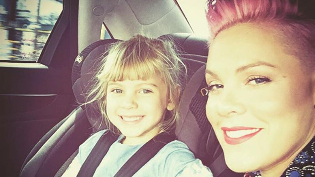 Pink Celebrates Daughter Willow S 5th Birthday With Cake