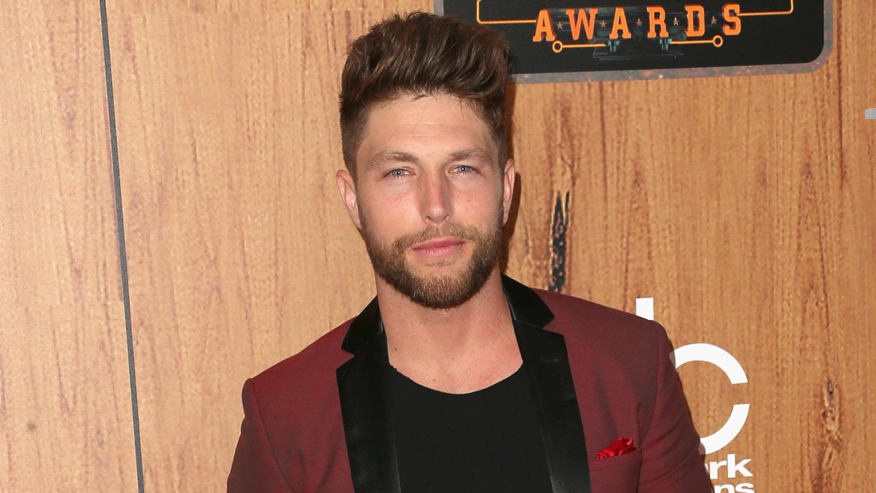 Exclusive Chris Lane Gets Real About Having A No 1 Fan In Selena