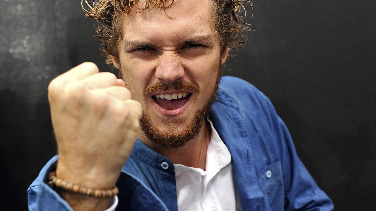 exclusive how 39 game of thrones 39 star finn jones 39 last day on set led him to 39 iron fist. Black Bedroom Furniture Sets. Home Design Ideas