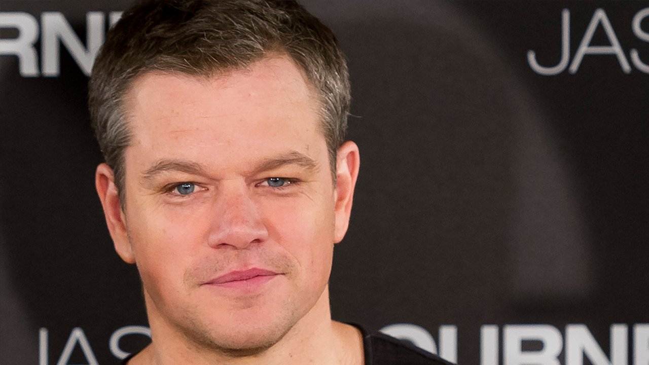 exclusive matt damon says ben affleck is 39 mr mom ing it 39 jokes george clooney will 39 be a mess. Black Bedroom Furniture Sets. Home Design Ideas