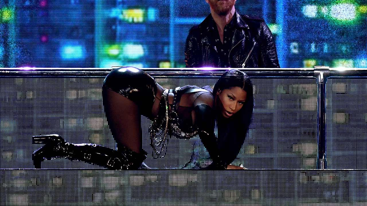 Online Dating Sites >> Nicki Minaj Opens 2017 Billboard Music Awards With Super Sexy Leather Medley | Entertainment Tonight