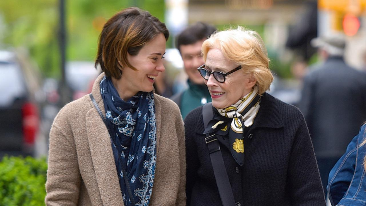 Holland Taylor Sarah Paulson >> Sarah Paulson and Girlfriend Holland Taylor Hold Hands on Romantic NYC Stroll | Entertainment ...
