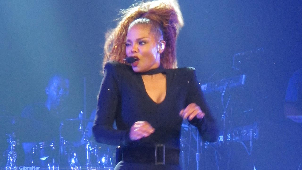 Janet Jackson Shows Off Slim Body in First Post-Baby Show