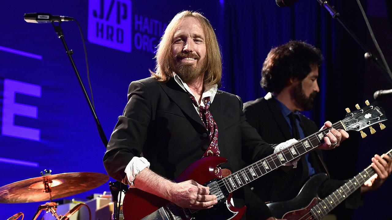 relive some of the best tom petty cover songs by musicians who revered him entertainment tonight. Black Bedroom Furniture Sets. Home Design Ideas