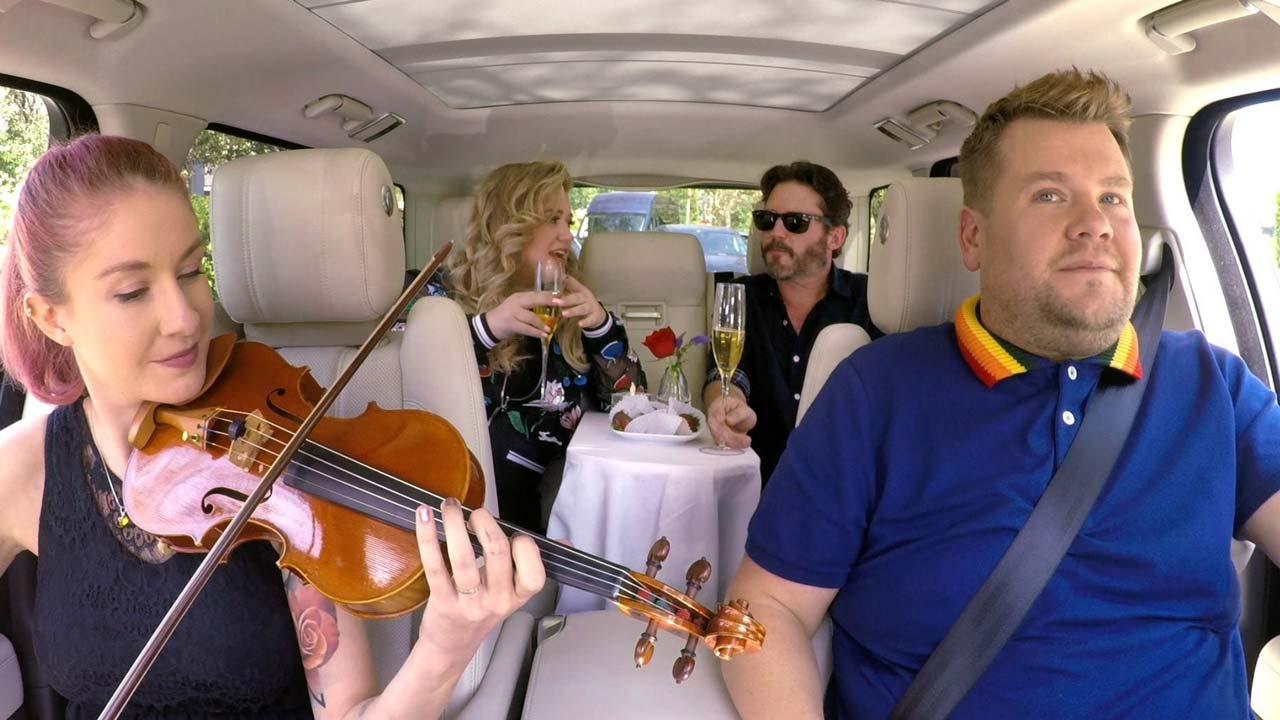 7 Passenger Suv >> Kelly Clarkson and Husband Brandon Blackstock Share Romantic, Awkward Backseat Date in New ...