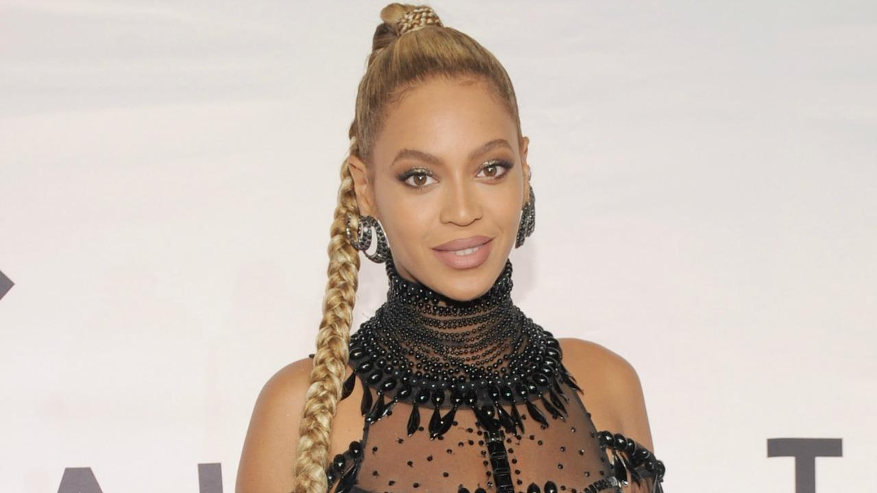 Beyonce Slays in Low-Cut Suit While Posing on JAY-Z\'s Lap for ...