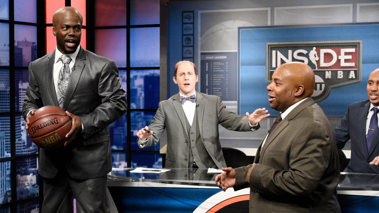 Kevin hart rocks stilts to play shaquille o 39 neal on for Where does shaq live