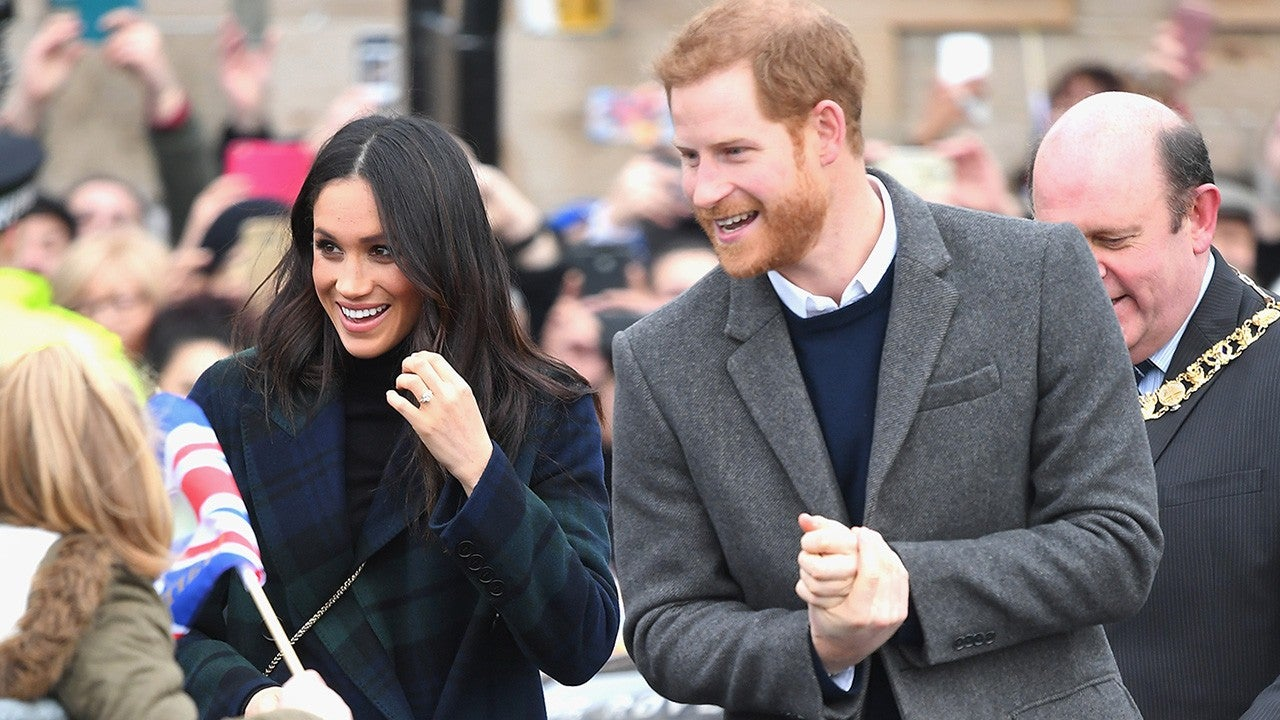 Prince Harry wows crowds with his adorable' singing voice as he attends musical with wife Meghan foto