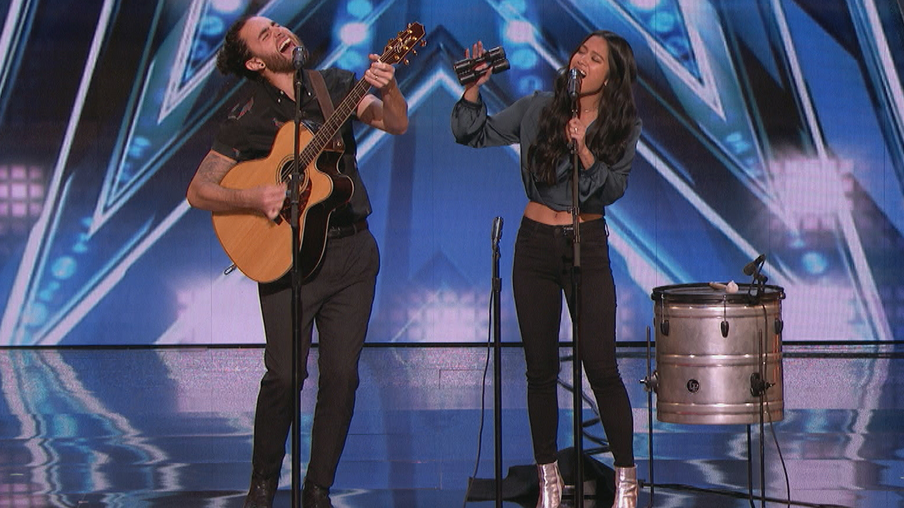 Us The Duo Gets The Crowd Off Their Feet With America S