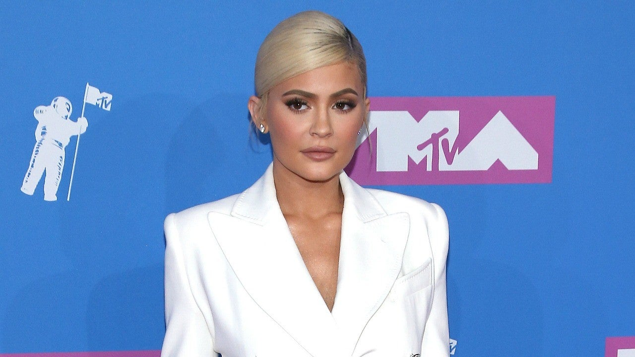 7d32960ae0 Kylie Jenner and Travis Scott Make Glam Appearance at 2018 VMAs -- But Pose  Separately