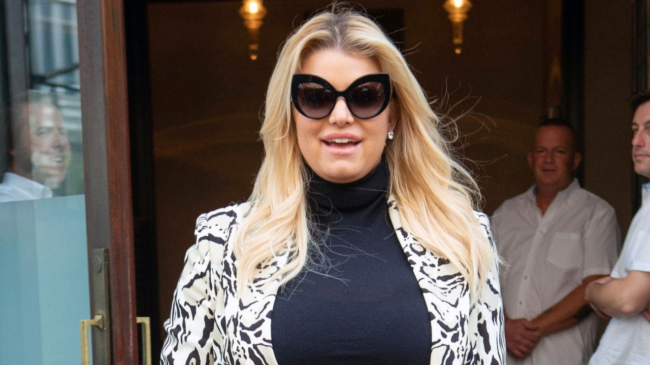 Jessica Simpson Shows Off Her Baby Bump in NYC After Pregnancy Reveal