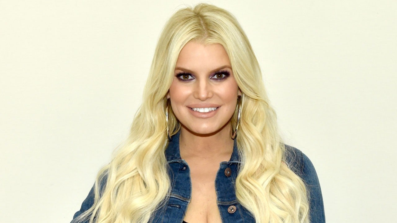 Jessica Simpson Debuts Baby Bump After Announcing She\'s Pregnant ...