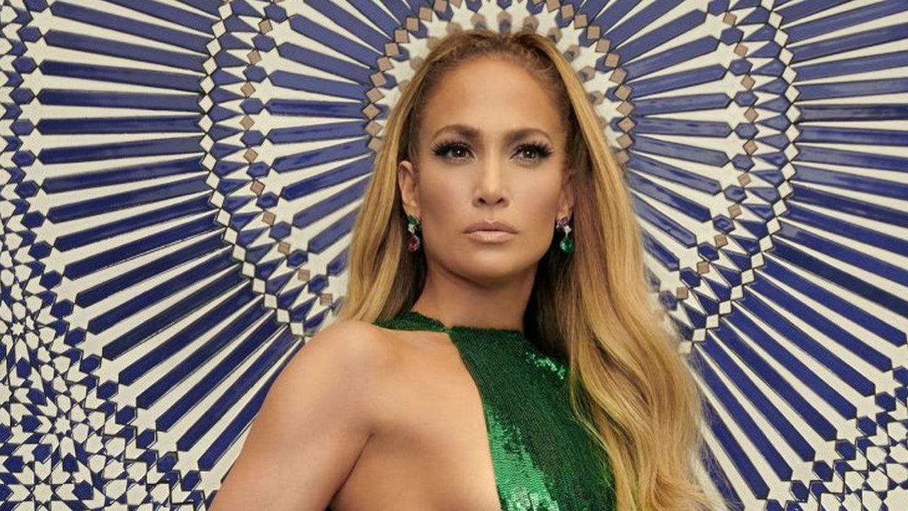 Jennifer Lopez Struts Her Stuff at the AMAs Picture