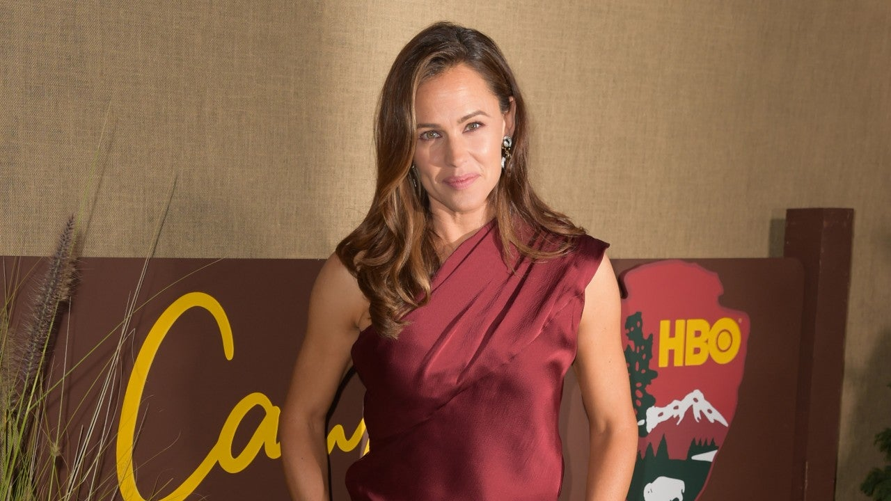 Jennifer Garner Opts for Chic Pantsuit at 'Camping' Premiere -- See the Sleek Lo...