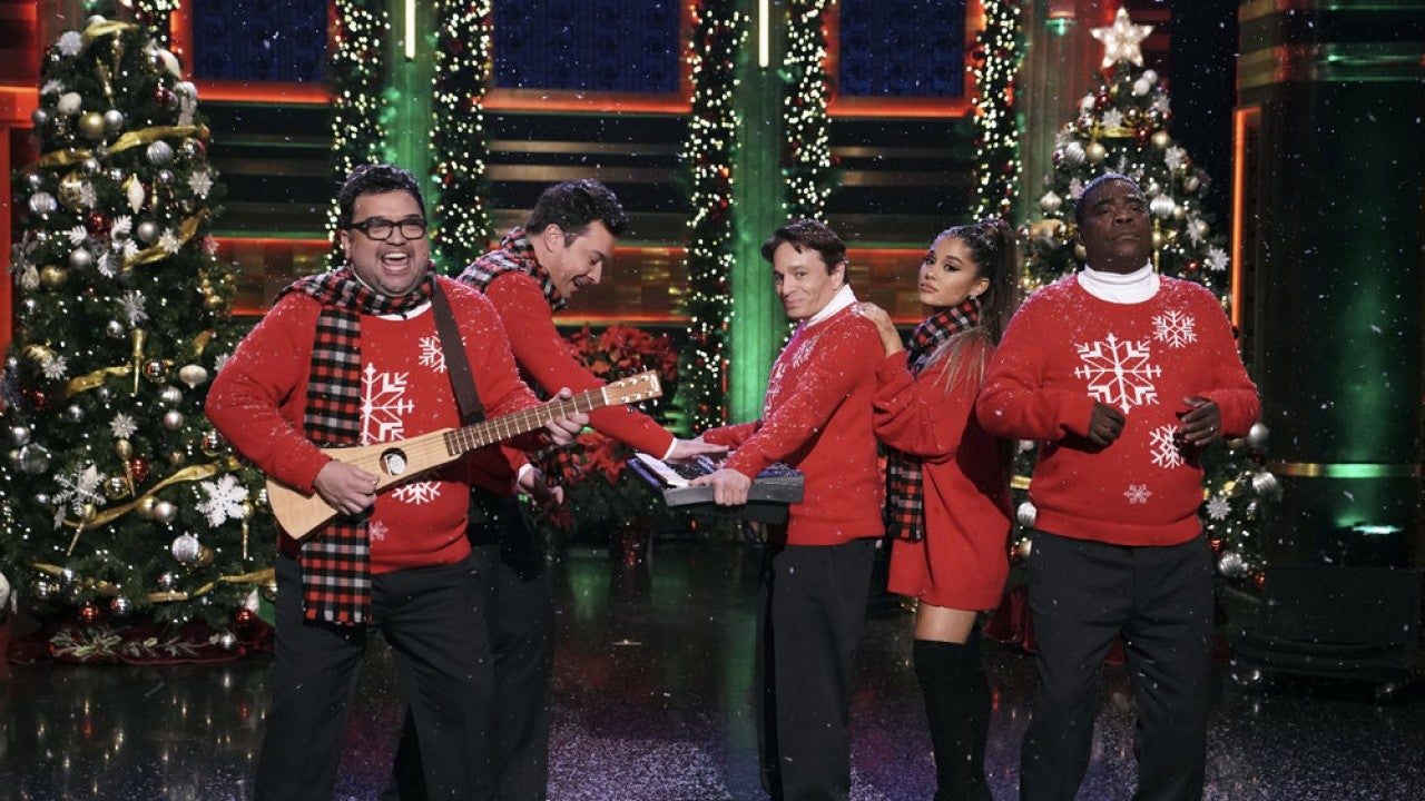 Ariana Grande Joins Jimmy Fallon Snl Alums For Epic Christmas