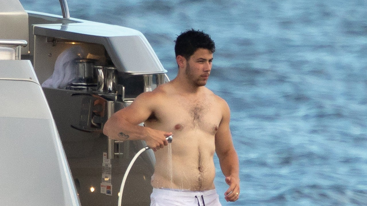This Shirtless Nick Jonas Pic Has Fans Losing Their Minds