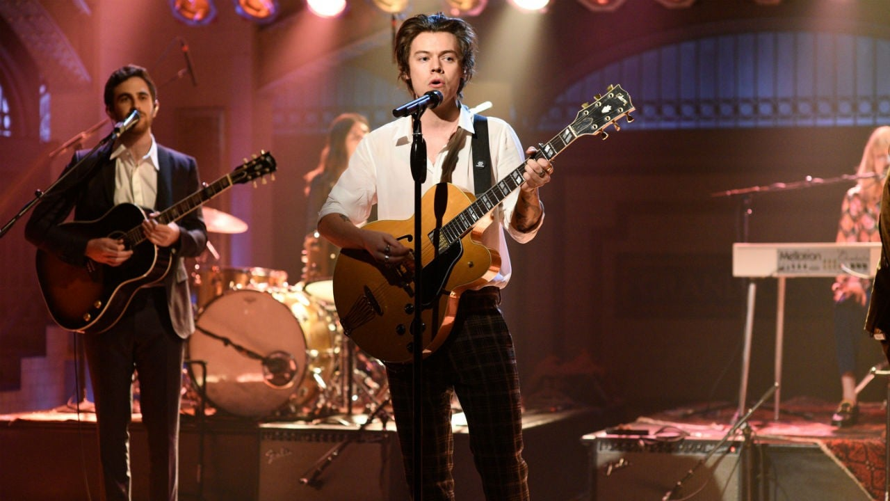 'Saturday Night Live': Harry Styles Shades Zayn Malik, Pokes Fun at His Own Love Life in Hosting Debut - Entertainment Tonight