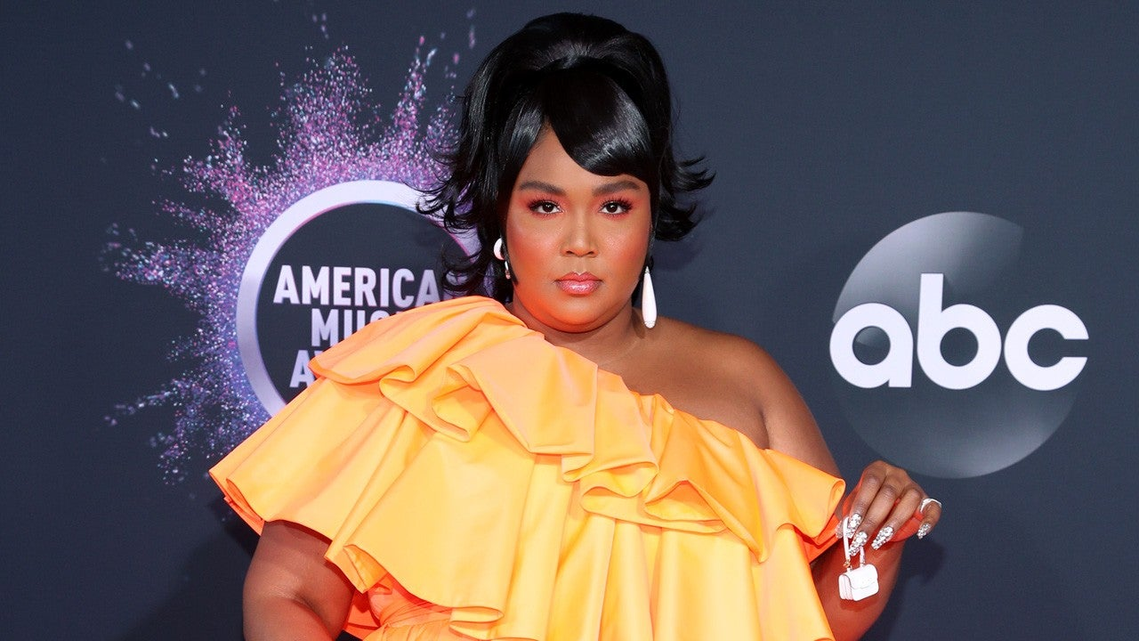 Lizzo Carries The Tiniest Purse At 2019 American Music