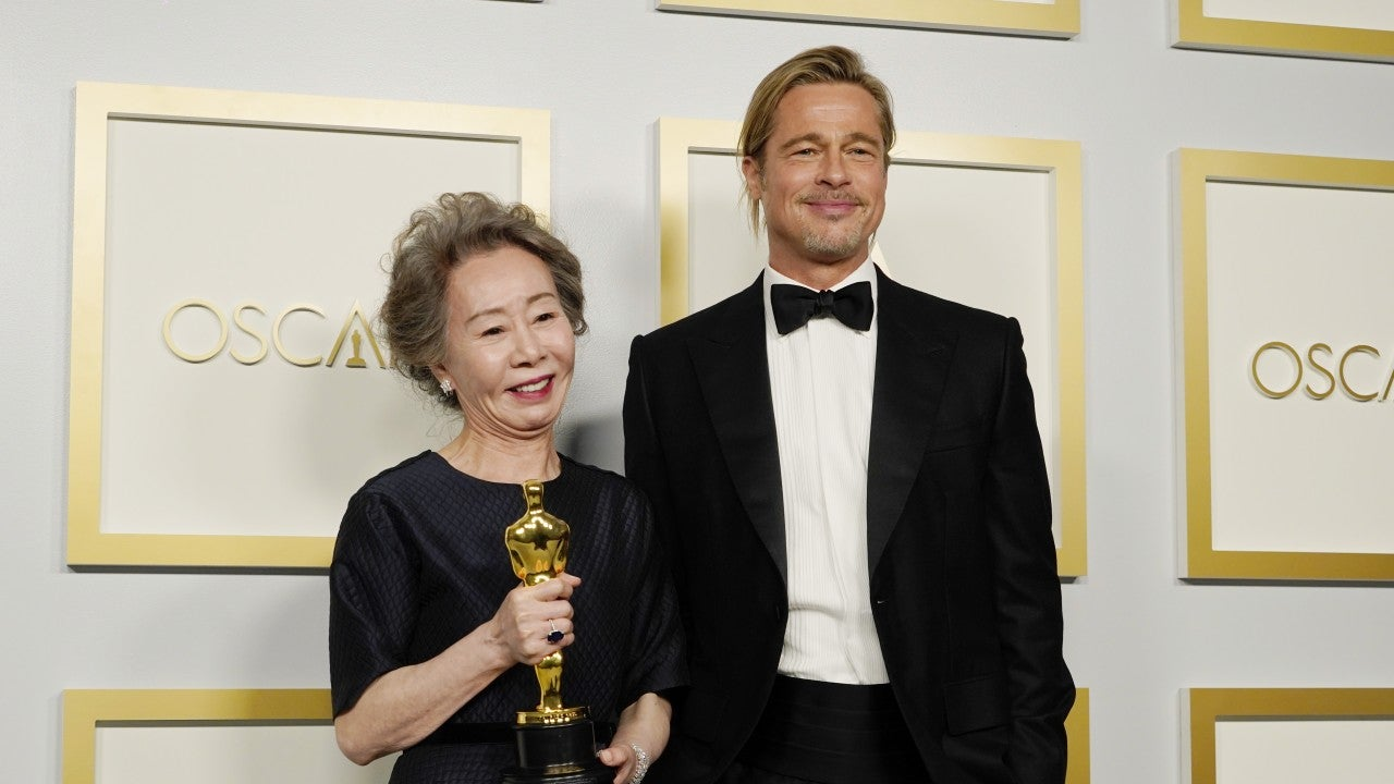 Yuh-Jung Youn and Brad Pitt Share Hilarious Onstage Moment at 2021 Oscars |  Entertainment Tonight