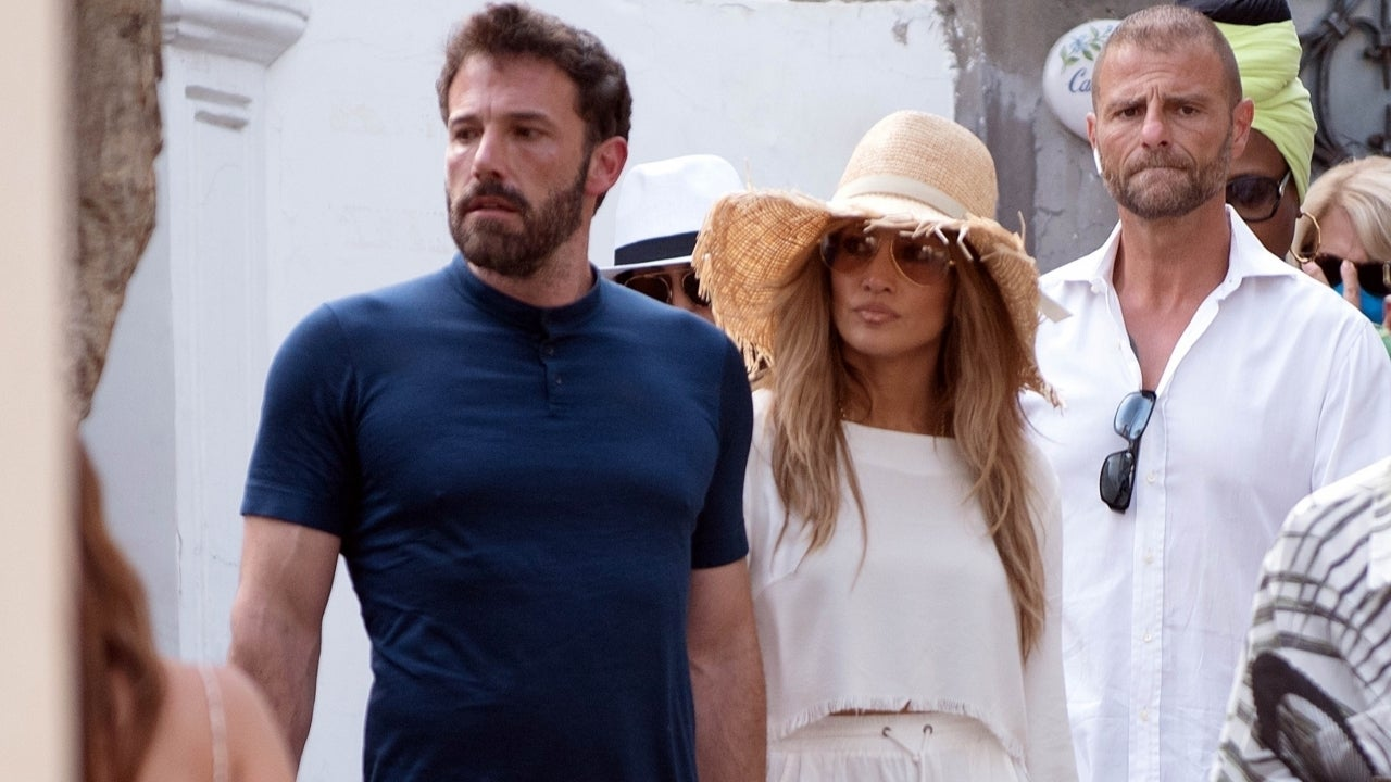 Jennifer Lopez & Ben Affleck Enjoy a Stroll While on Vacation in Italy