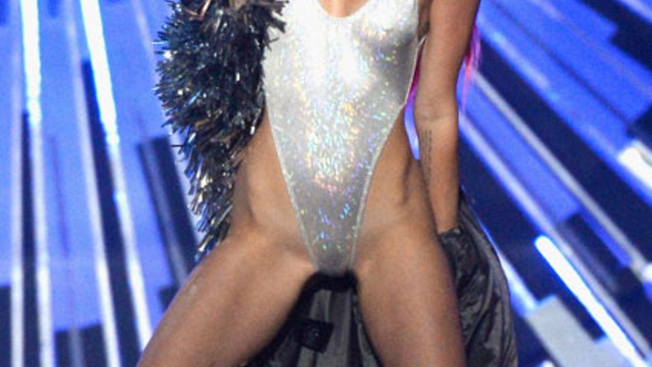 Miley Cyrus Bekommt Die Muschi Ausgeschlürft