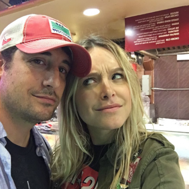 Jason Biggs and Jenny Mollen take selfie