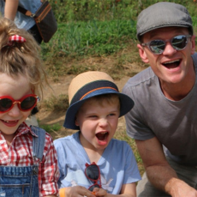 Neil Patrick Harris has fun with his twins