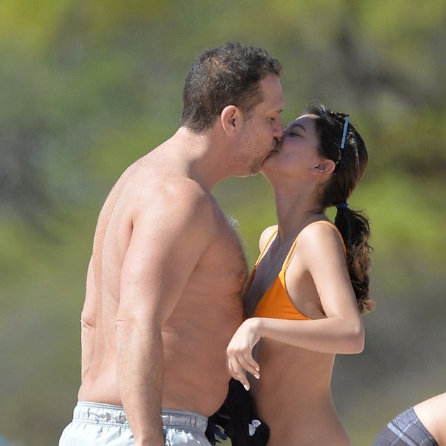 Dane Cook and girlfriend Kelsi Taylor kiss in Hawaii.