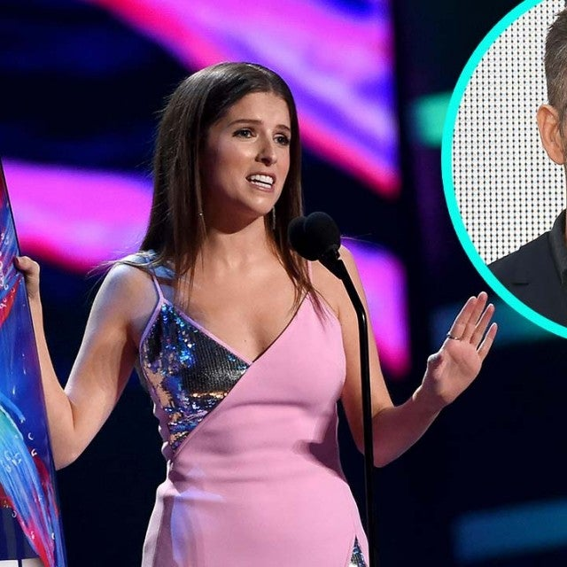 Anna Kendrick at the 2018 Teen Choice Awards with Ryan Reynolds (inset)