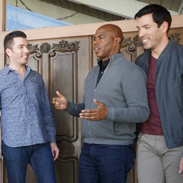 Property Brothers Drew Scott and Jonathan Scott Talk with ET's Kevin Frazier Outside the 'Brady Bunch' house