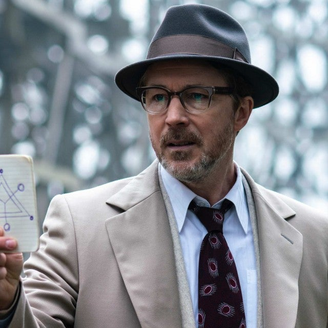 aidan_gillen_as_dr._j._allen_hynek_3_in_historys_project_blue_book_1_1.jpg