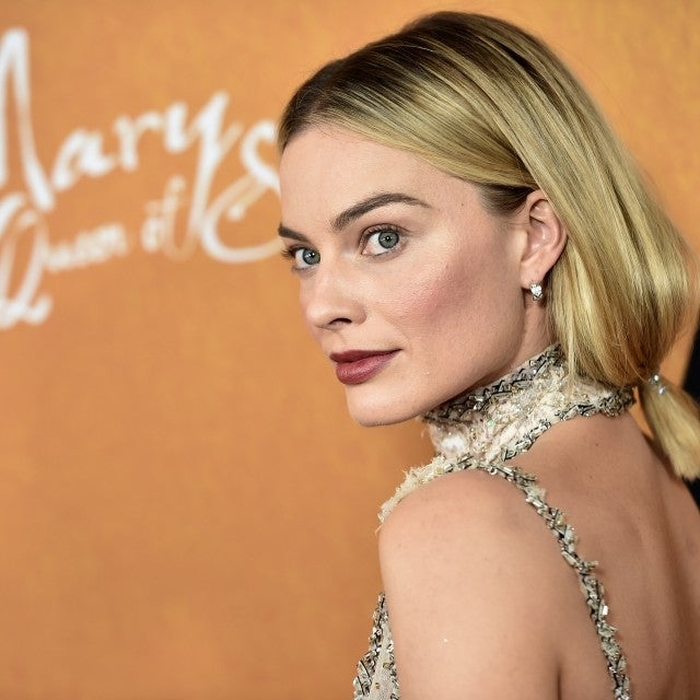 Margot Robbie hairdo at Mary Queen of Scots premiere