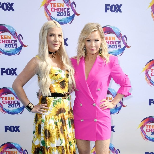 Tori Spelling and Jennie Garth at 2019 teen choice awards