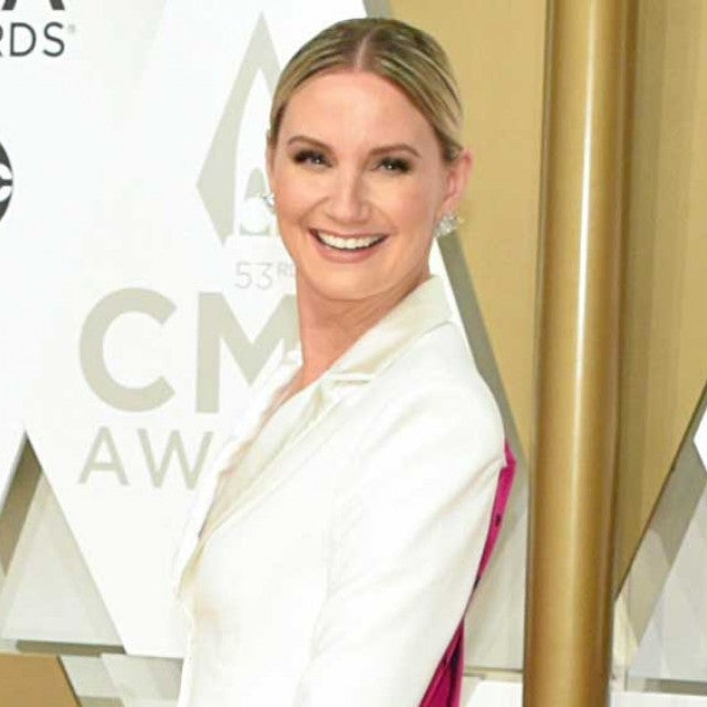 jennifer nettles at 2019 cma awards