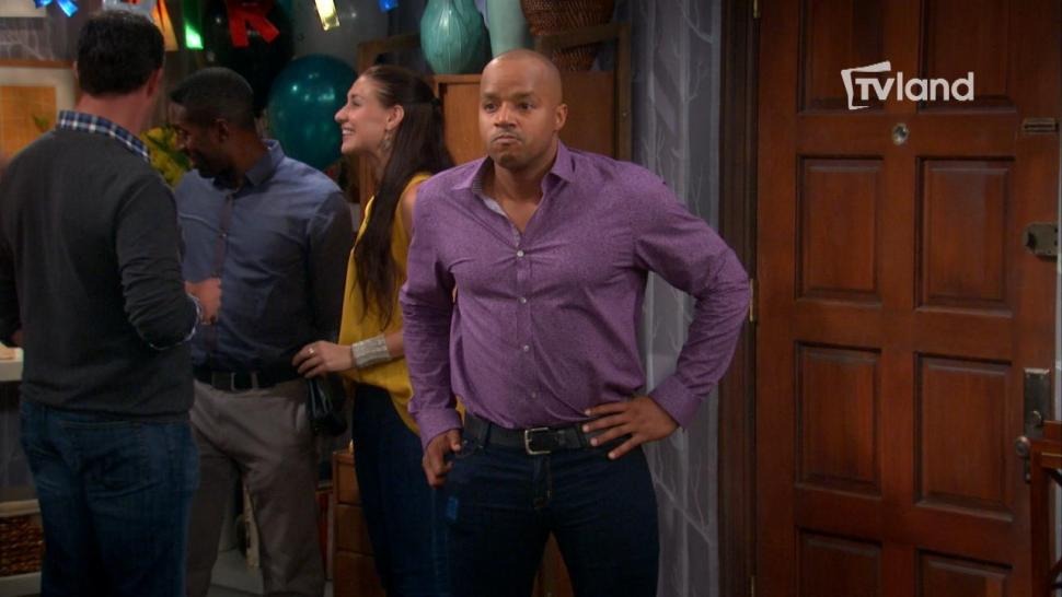 'The Exes' First Look: Donald Faison Has a Hilarious Skinny Jeans Fail!