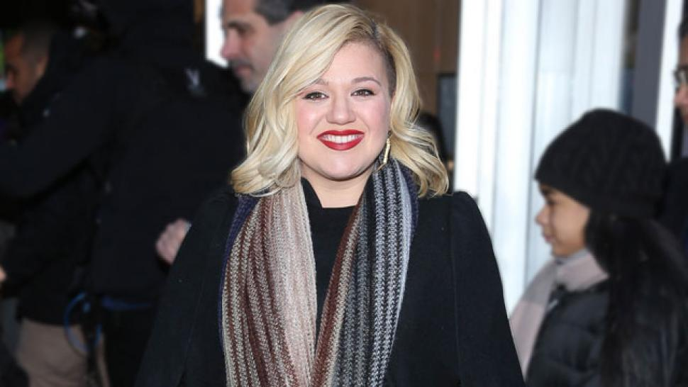 Kelly Clarkson\'s \'Game of Thrones\'-Themed Christmas Card Is the ...