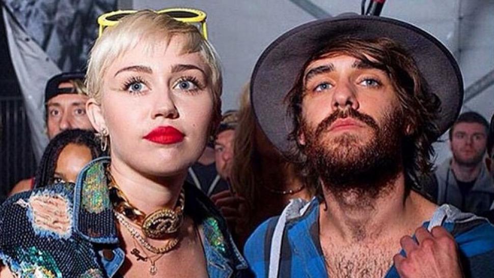 Miley cyrus and cheyne thomas dating
