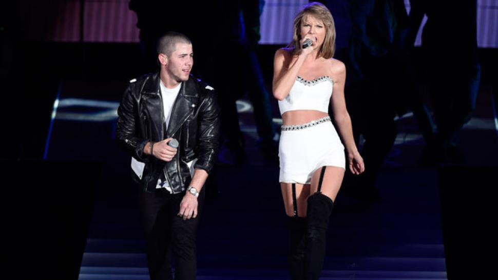 Taylor Swift Keeps Surprising Fans Who Joined Her And Nick Jonas On Stage In New Jersey Entertainment Tonight