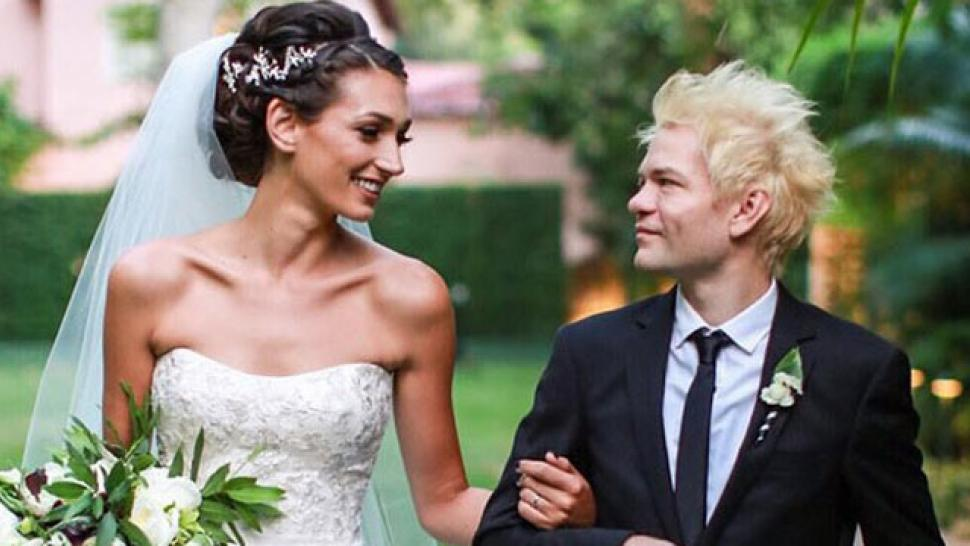 avril lavigne s ex deryck whibley is married see the romantic
