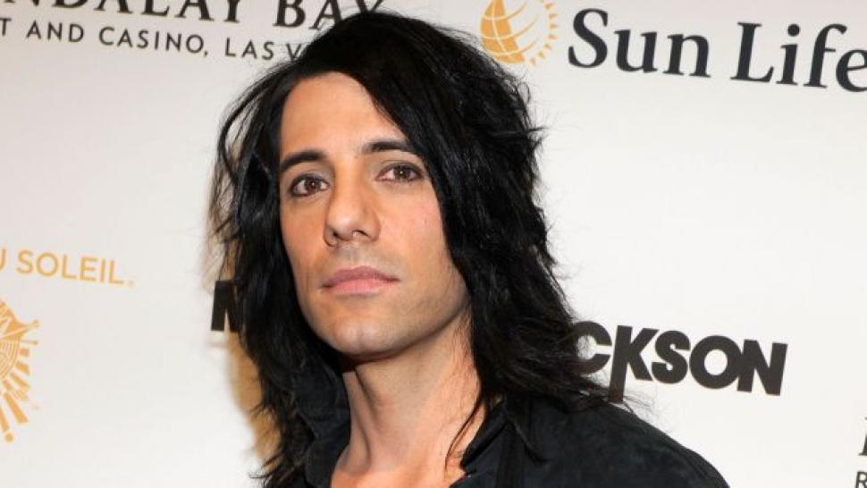 criss angel successfully completes stunt that sent him to hospital
