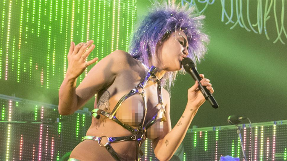 Miley cyrus naked on stage #10