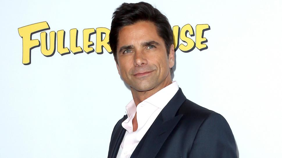 John Stamos Helps A Diehard Uncle Jesse Fan Get Engaged See The Sweet Moment