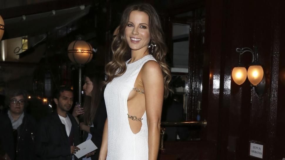 Kate Beckinsale Flashes Side Boob And Curves After