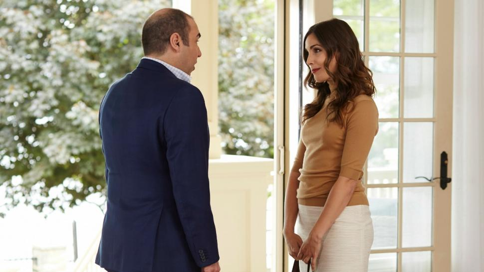 Exclusive Carly Pope Dishes On Refreshing Suits Debut