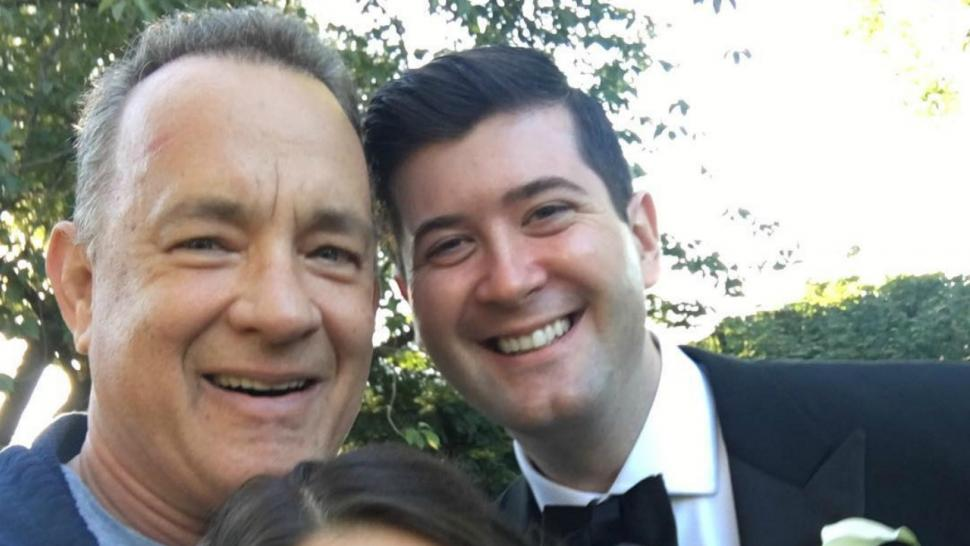 Tom Hanks Crashes A Wedding In Central Park See The Sweet Pic
